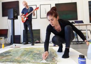 Claudia de Grandi & Josh Tennent. Painting & music performance. Hastings UK, Sept 09, 2016.